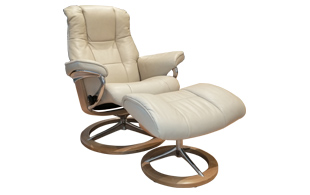 Stressless Mayfair Chair & Stool in Cori Leather with Signature Base detail page